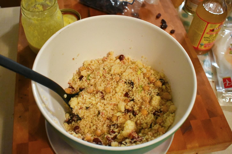 Salade de couscous et pois chiches aux canneberges et à l'orange - Auboutdelalangue.com (7)