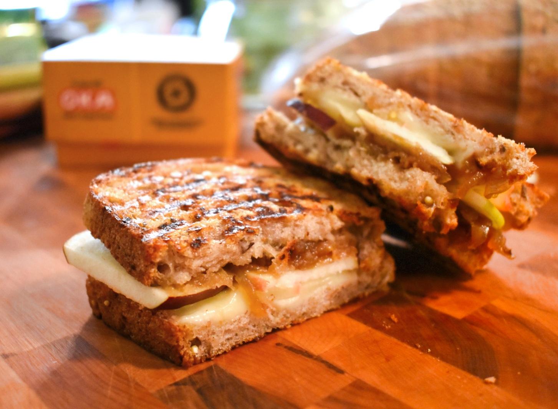 Grilled cheese aux pommes et confit d'oignons - Auboutdelalangue.com (3)