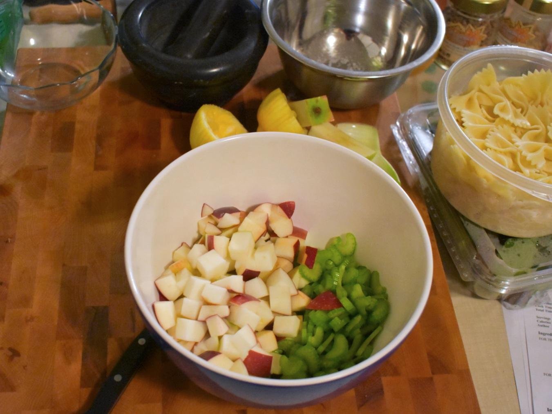 Salade de pâtes style César aux pommes et au céleri - Auboutdelalangue.com (2)