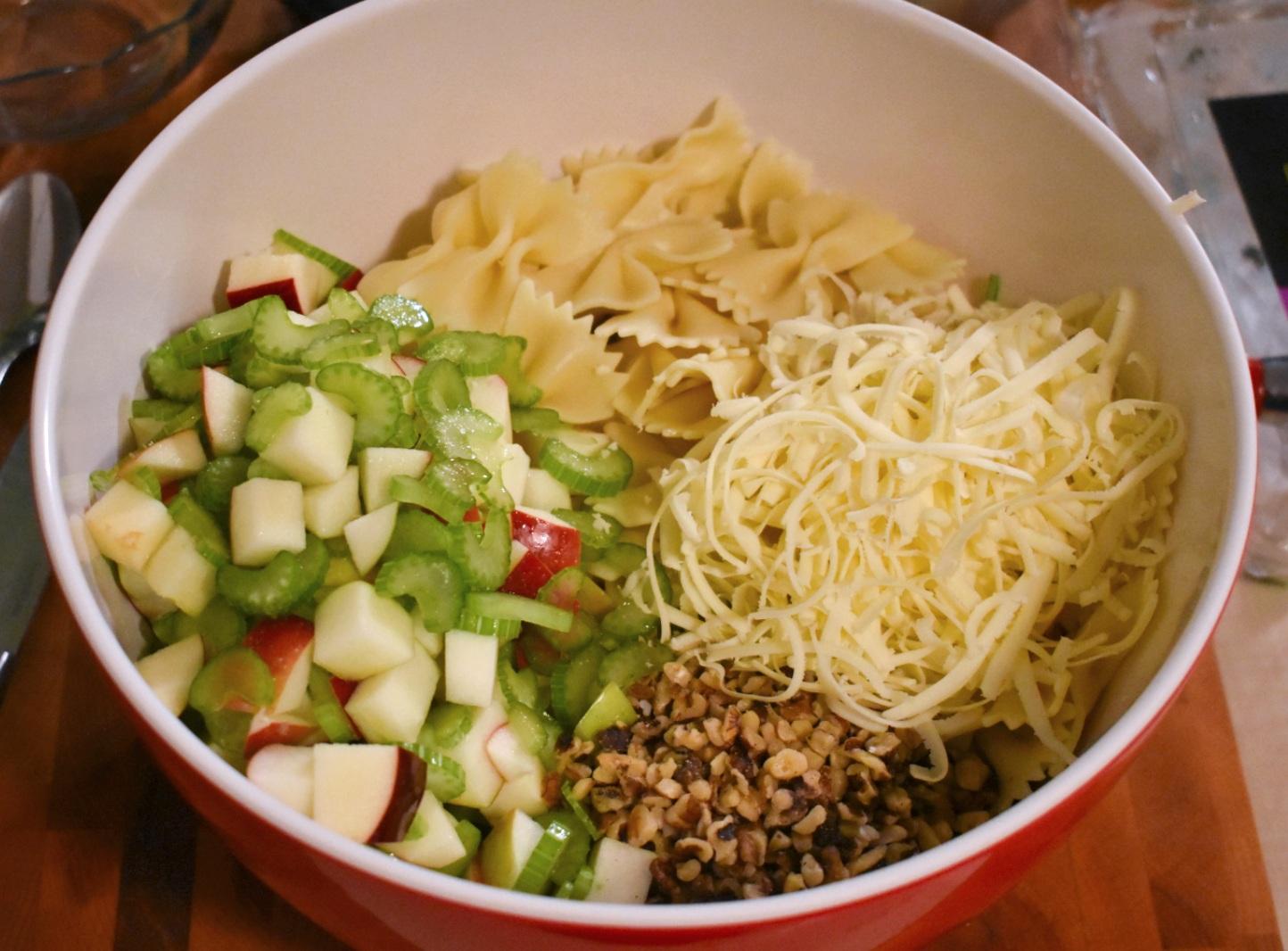 Salade de pâtes style César aux pommes et au céleri - Auboutdelalangue.com (3)