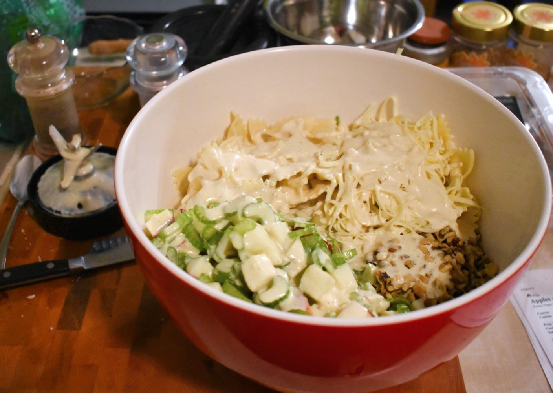 Salade de pâtes style César aux pommes et au céleri - Auboutdelalangue.com (5)