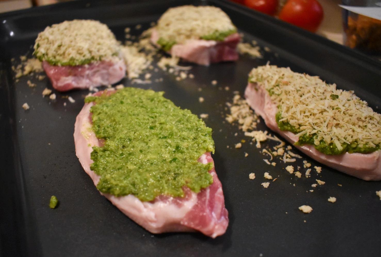Côtelettes de porc croustillantes au pesto - Auboutdelalangue.com (3)