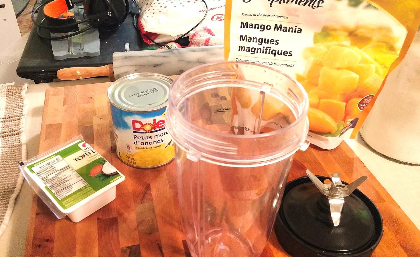 Smoothie glacé à la mangue, ananas et noix de coco - Auboutdelalangue.com (2)